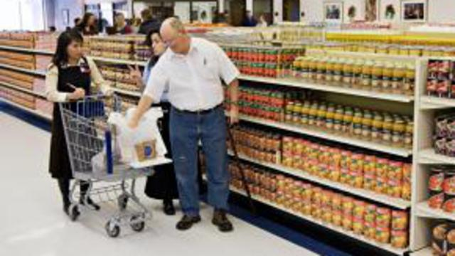 med_WelfareStorehouseshopping1_16Sep08.jpg